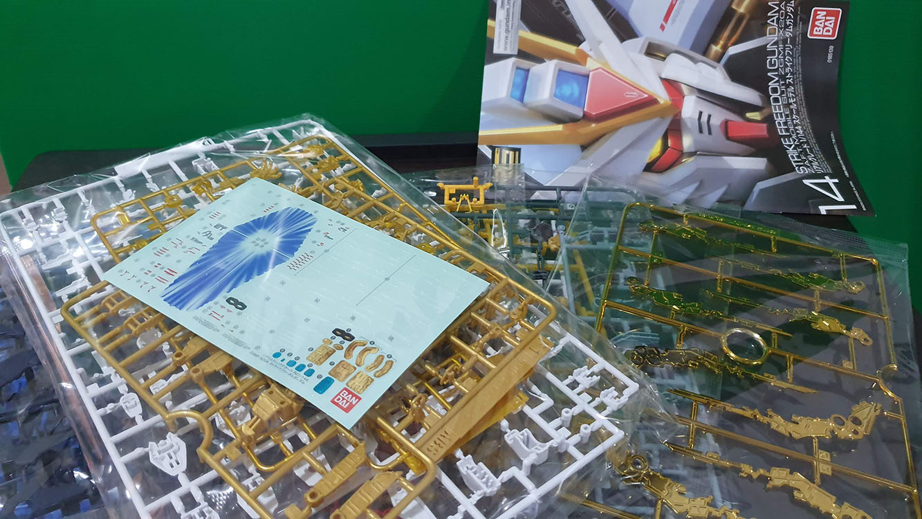 Unboxing Strike Freedom Gundam RG Contents