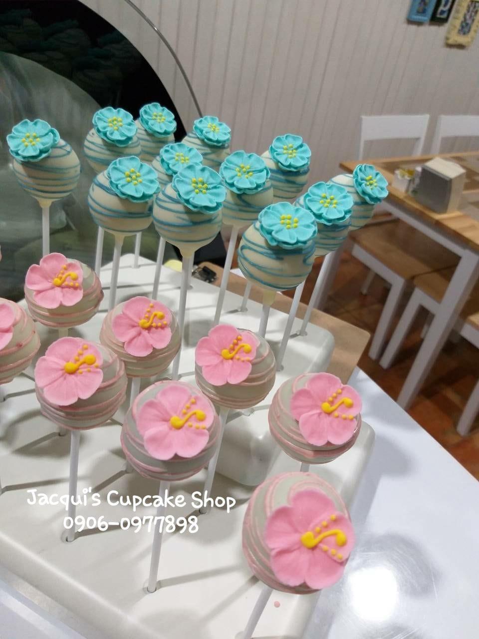 Jacqui's Customized cakepops for kids