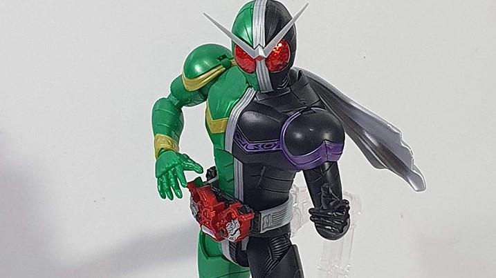 Figure Rise Double Cyclone Joker: Top shot